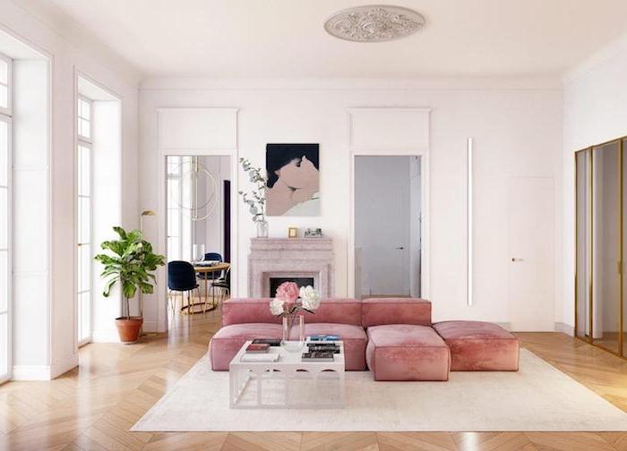 canapé rose poudré tapis blanc cassé table basse blanche priginale cheminée décorative parquet bois clair decoration interieur appartement