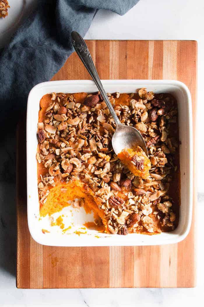 cassrrole de patate douce avec de la granola maison aux flocons d avoine noix et sirop d erable