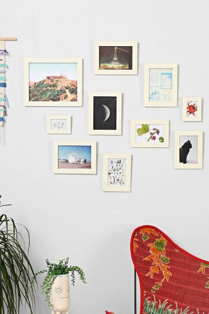 chaise rouge motifs floraux plantes vertes d intérieur deco mur blanc avec cadres photos blancs suspension murale