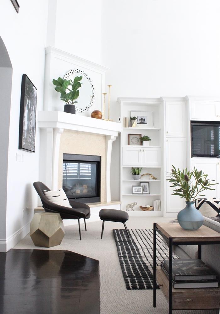 cheminée d angle bibliothèque meuble rangement ouvert bois blanc chaise lecture fauteuil gris anthracite idee deco salon