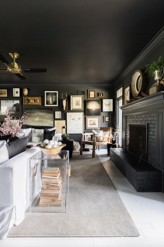cheminée briques gris canapé blanc repeindre un plafond idée peinture plafond couleur maison tapis
