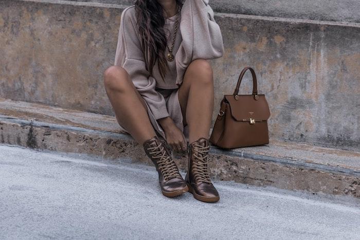 chouette idée tenue avec bottines brunes automne pull ado fille mode ado fille 2020 tenue swag style vestimentaire ado