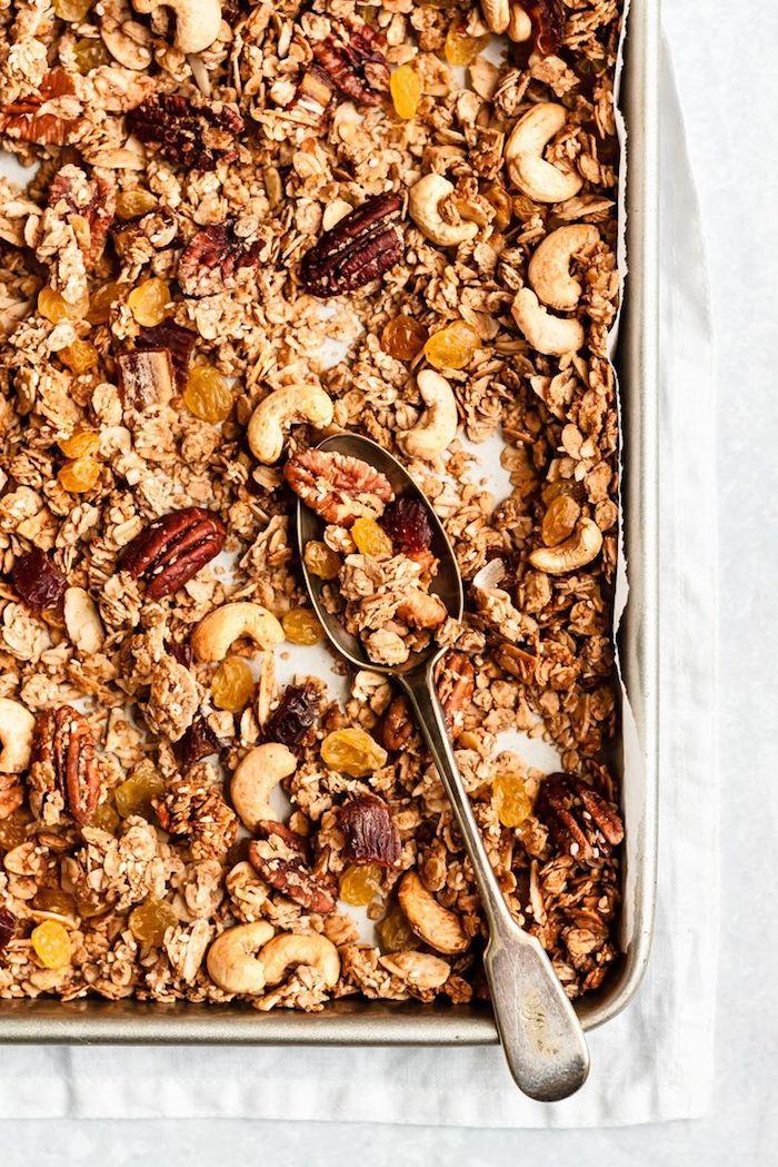 comment faire granola maison simple aux flocons d avoine noix graines et des fruits secs que manger au petit dejeuner