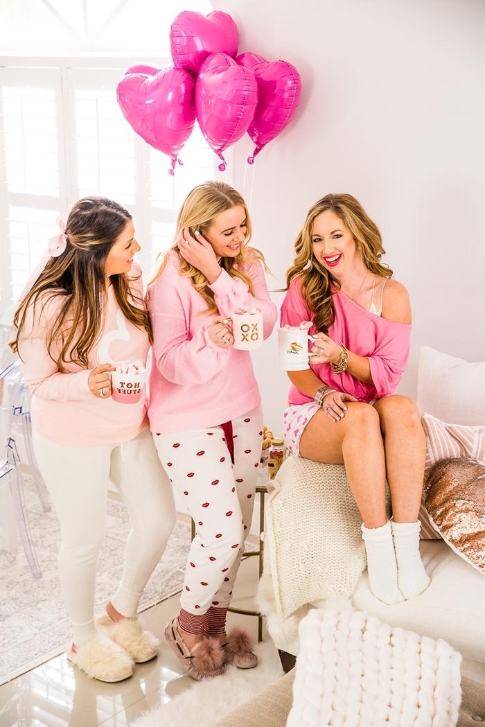 comment s habiller pour un anniversaire pyjama ballons décoration party entre fille maison chaussons pyjama blanc et rose pantoufles