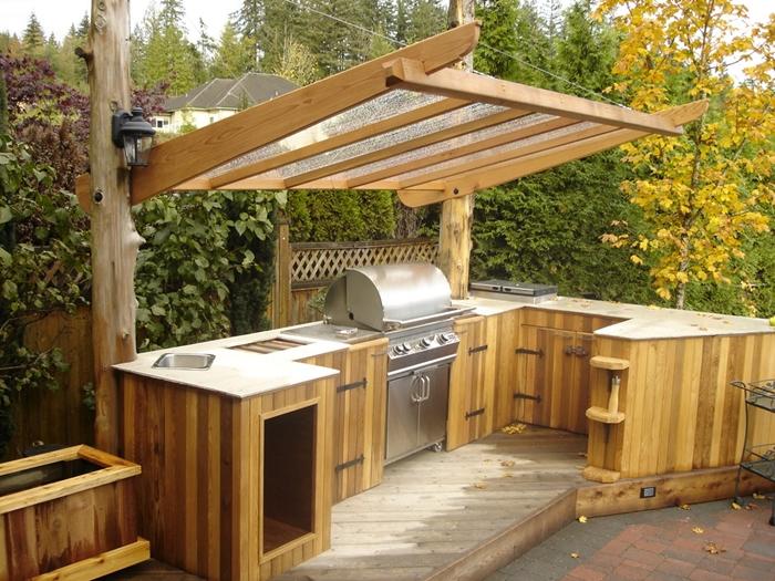 cuisine d été en palette projet bricolage construction cuisine extérieure bois récupération plan de travail four inox armoires diy bois planches