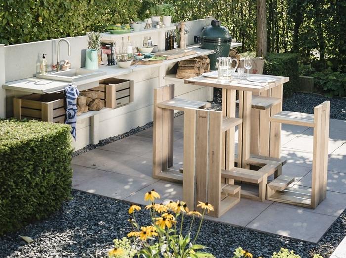 cuisine d ete exterieur meubles diy planches de bois palettes recyclées table chaises de bar diy cuisine en longueur bois blanc