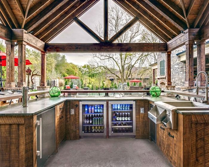cuisine d ete exterieur provencale style agencement cuisine en u extérieure décoration rustique plan de travail pierre