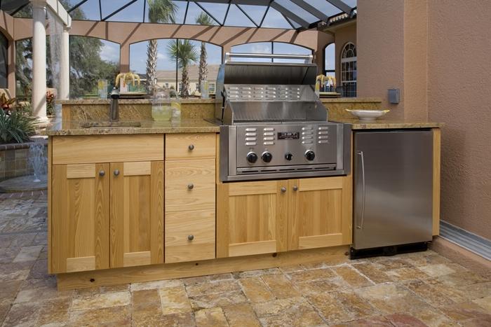 décoration extérieure style moderne agencement de cuisine en longueur carrelage aspect pierre naturelle cuisine d ete exterieur