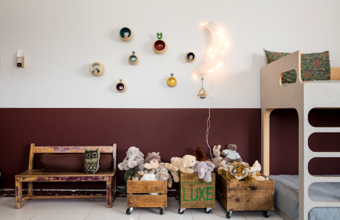 déco chambre banc et boites comme train pour les jouets rangement jouet chambre meuble enfant ikea simple idée