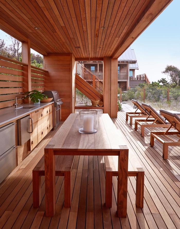 design cuisine exterieure complete transats extérieur moderne table à manger bois banquette bois éclairage extérieur led
