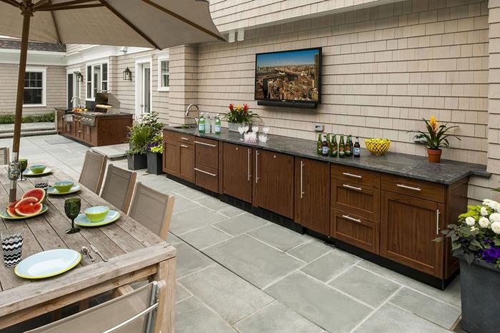 façade maison décoration cour arrière cuisine jardin meubles extérieur bois plan de travail cuisine extérieure pierre gris anthracite