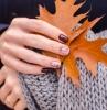 feuille orange plaid crochet bague ongle gel automne couleur ongle bordeaux nail art style minimaliste base nude rose dessin fleurs sur ongles