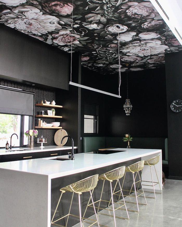 fleurie decoration plafond peinture mur et plafond repeindre un plafond noir a fleurs cuisine bar blanc