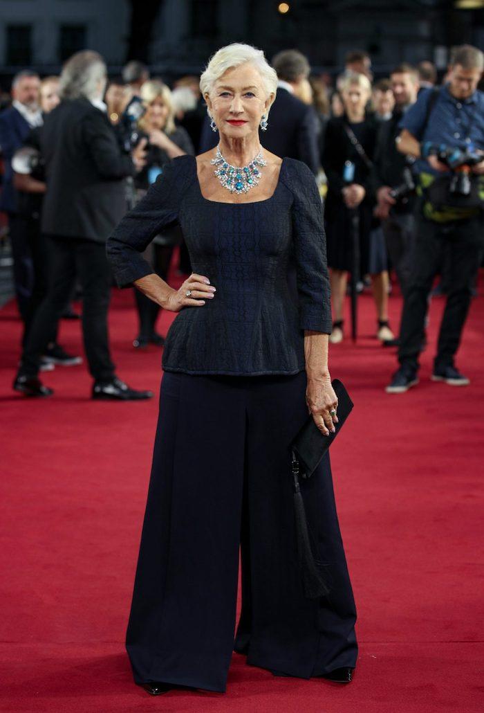 idée chemise noire et pantalon évasée noir exemple tenue pantalon tunique garde robe idéale femme 70 ans