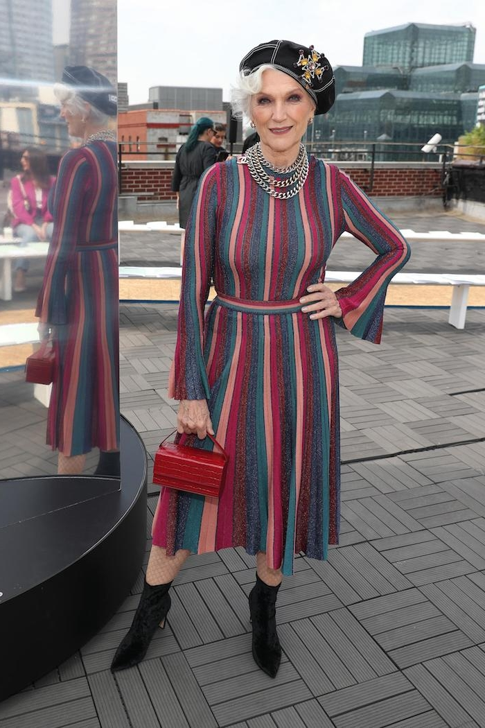 idée de robe femme 60 asn à rayures coupe évasée et bottes velours noir beret femme mode vestimentaire femme 70 ans