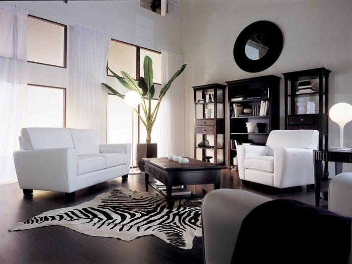 idee deco salon moderne revêtement de sol noir rideaux longs blancs plante verte meuble noir bibliothèque table basse