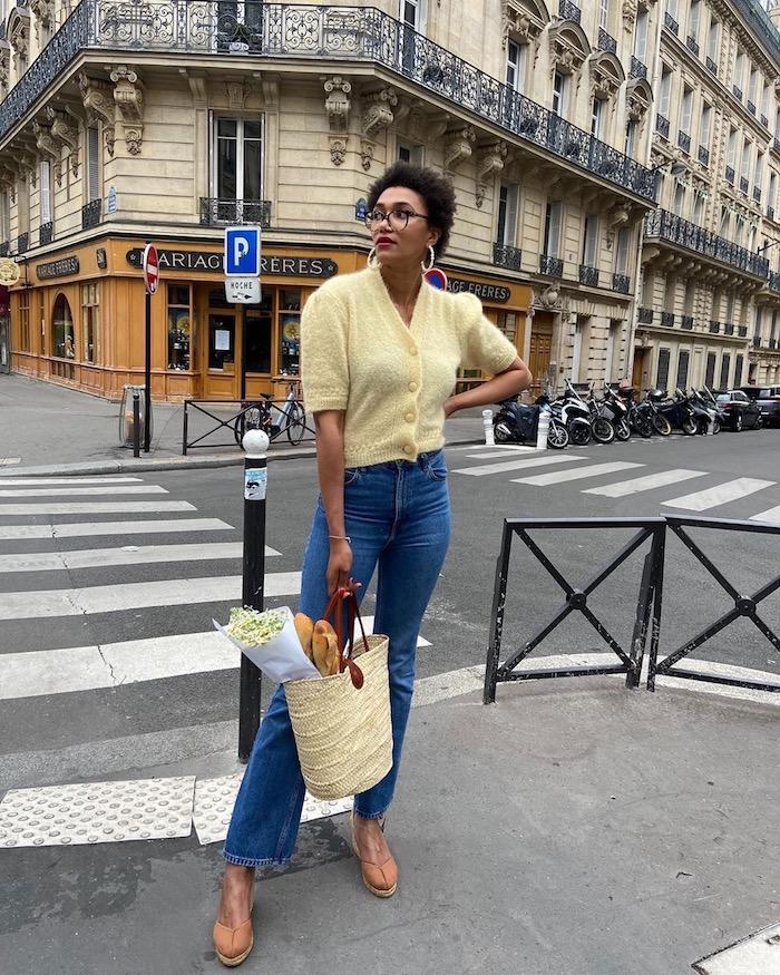 jaune gilet et jean bleu faire les courses paris femme vetement ado fille mes tenues pour la rentrée cool idée vetements swag