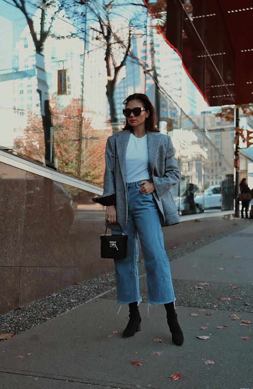 jeans clairs vintage taille haute pantalon femme cheville bottines velours noir tendance automne hiver 2020 t shirt blanc