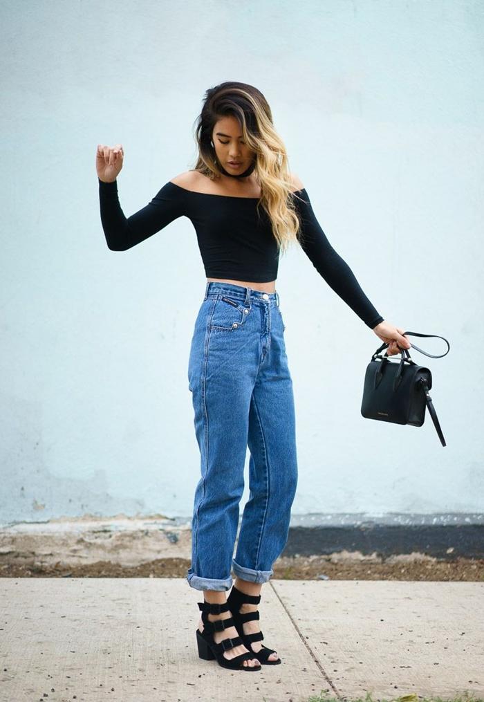 jeans rétro taille loose taille haute sandales noires lacets tenue boite de nuit femme pantalon blouse crop top noire