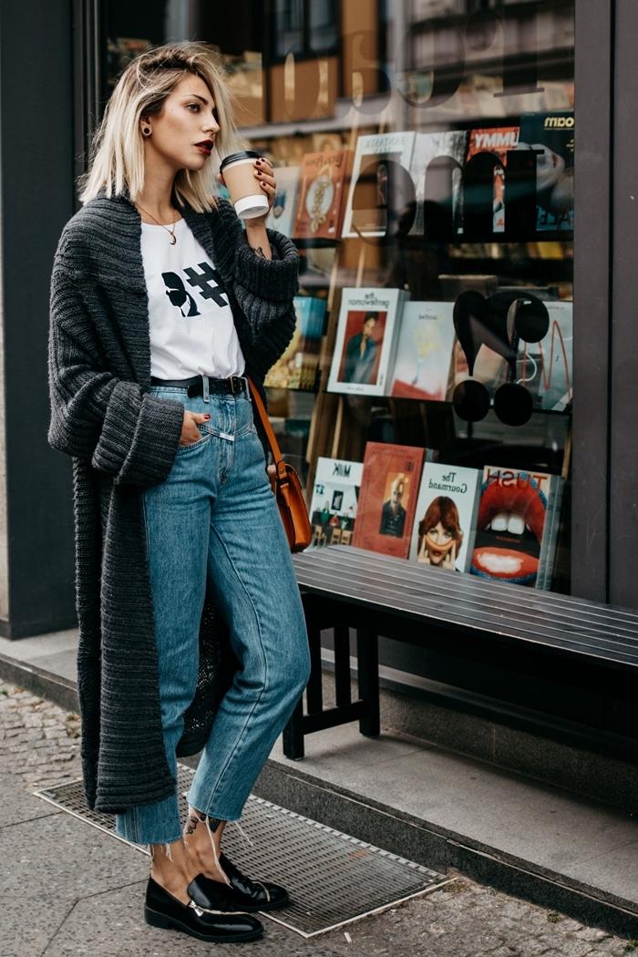 jeans taille haute ceinture noire chaussures noires idee tenue casual chic automne femme vêtements gilet long gris anthracite