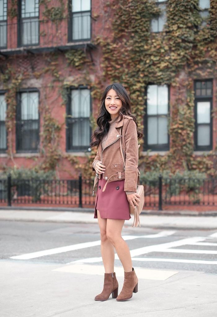jupe courte fendue bottines velours marron tendances automne hiver 2020 2021 vêtements couleurs femme comment bien s habiller