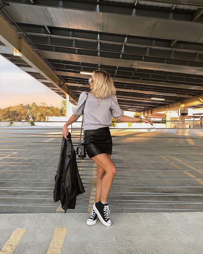 jupe cuir basket noir vetement ado fille swag conseils comment associer les vêtements originale idee tenue cool
