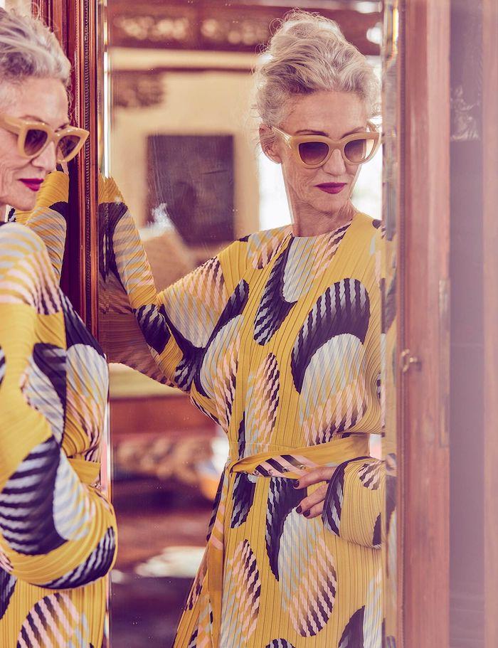 jupe longue plissée avec des manches longues évasées idée style boheme a 50 ans 60 ans idée tenue chic femme robe boheme