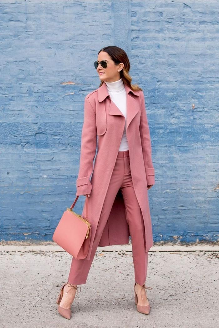 lunettes de soleil tendance femme accessoires mode couleur automne 2020 vêtements pantalon slim rose pastel pull blanc