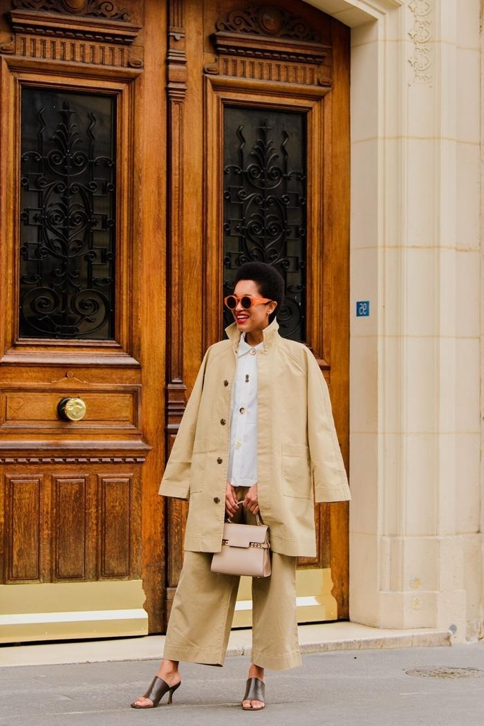 manteau long beige oversize comment assortir les couleur de ses vêtements femme mode tenue d automne chemise blanche