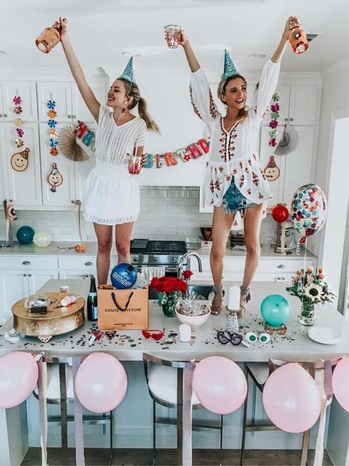 mode femme célébration party maison shorts denim blouse tunique blanche broderie florale en rouge tenue anniversaire