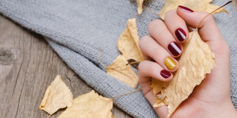 Nail art d'automne 2021 : zoom sur les couleurs et les designs tendance