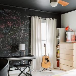 Le plafond noir - idées de décoration et de design d'intérieur parfait