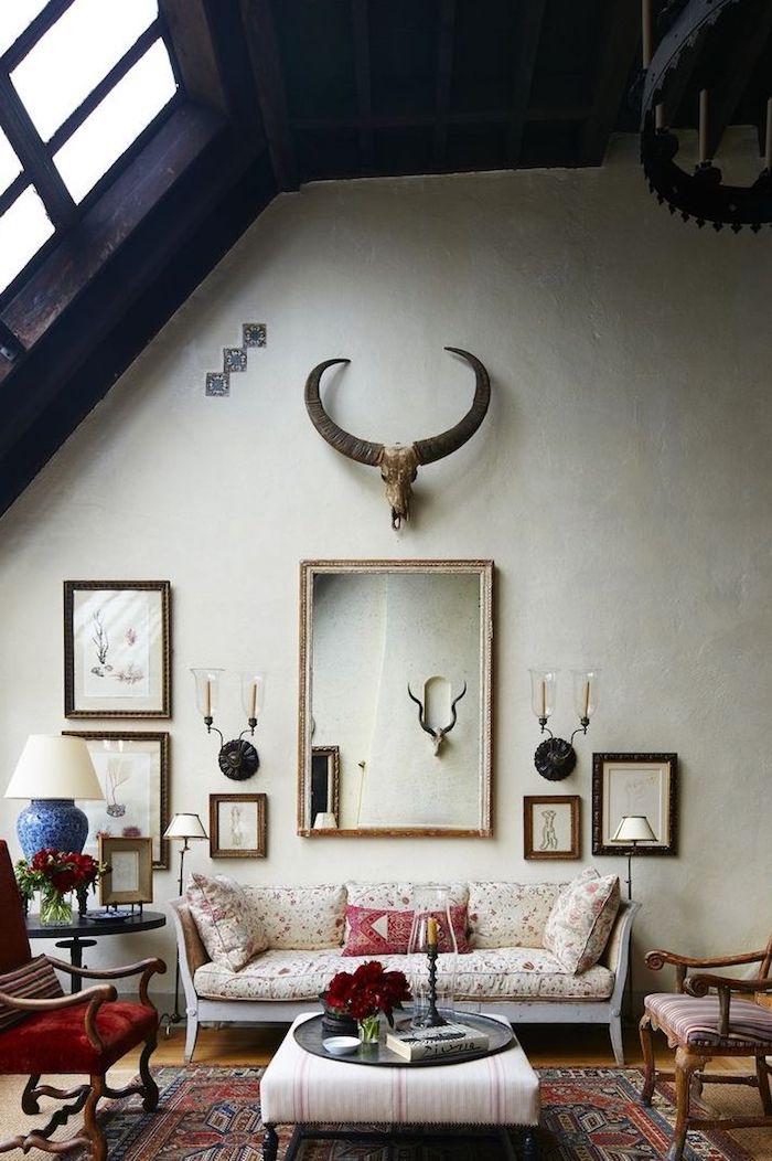 mur blanc et plafond noir salon rustique cool idée grand miroir peinture mur et plafond decoratif original plafond couleur maison canapé blanche fleurie
