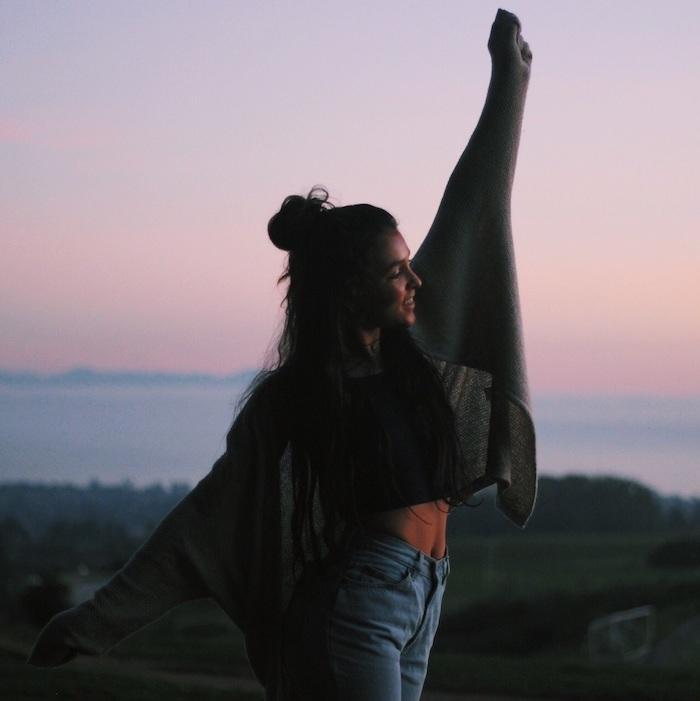 originale idée bohème gilet et jean style vestimentaire ado vetement ado fille inspiration tenue moderne cool vetements