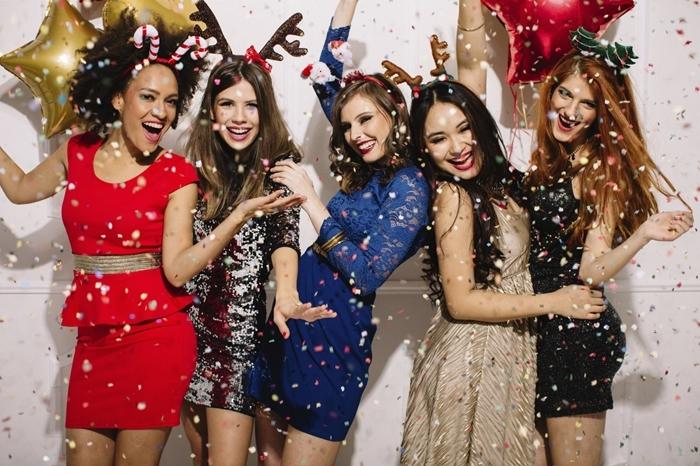 party entre fille célébration tenue soirée femme robe de soirée paillettée robe longue fluide beige robe courte noire