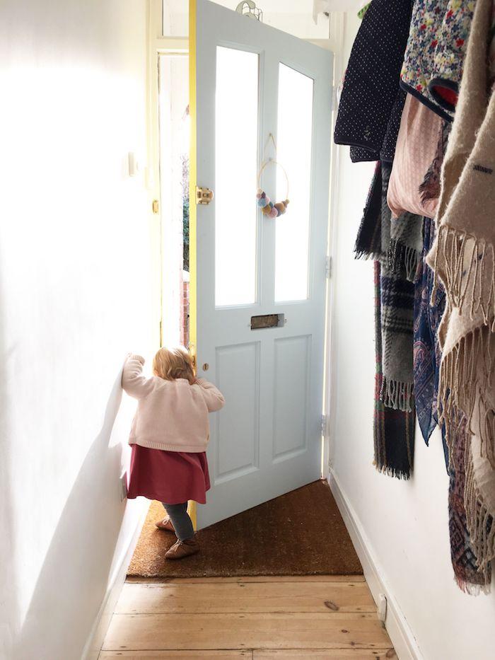 quelle couleur pour un colouir d entrée avec porte blanche etmurs blanches peinture couloir etroit