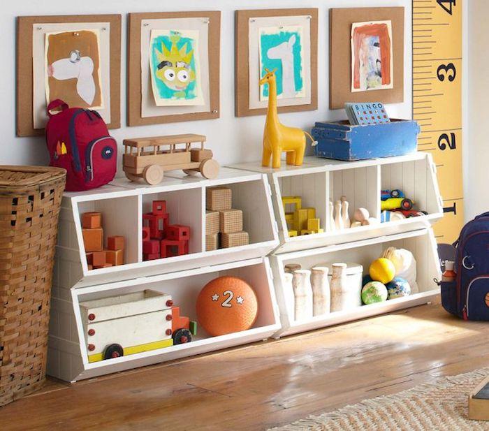 rangement bas pour l enfant salle de jeux enfant meuble rangement jouet beau intérieur jouets en bois dessins colorés