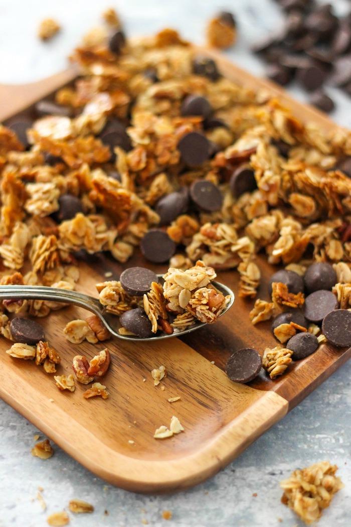 recette museli maison aux flocons d avoine miel pecans huile de coco pepites de chocolat recette simple idée de petit déjeuner original