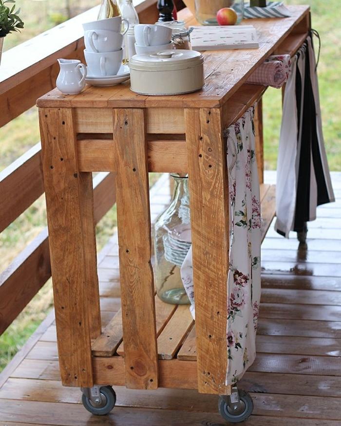 recyclage bricolage avec matériaux de récupération planches de bois construction meuble de cuisine exterieur en palette cuisine d'été en bois