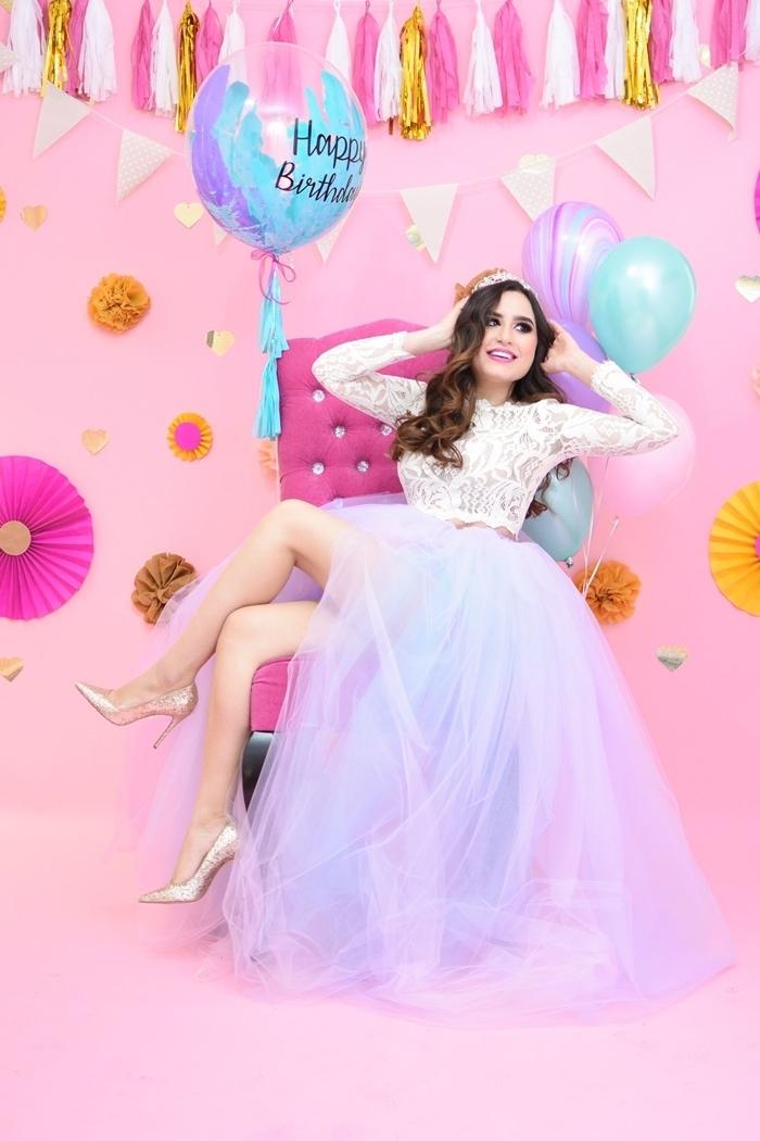 robe anniversaire 18 ans jupe tutu violet et bleu tulle top crop manches longues en dentelle blanche florale diadème princesse