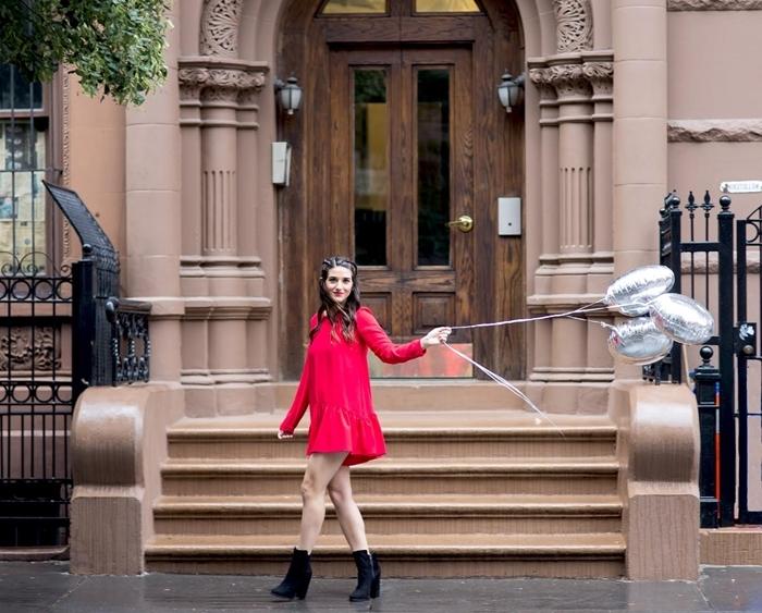 robe pour les fetes tunique longue fluide couleur rouge bottines hautes en noir célébration mode style tenue femme