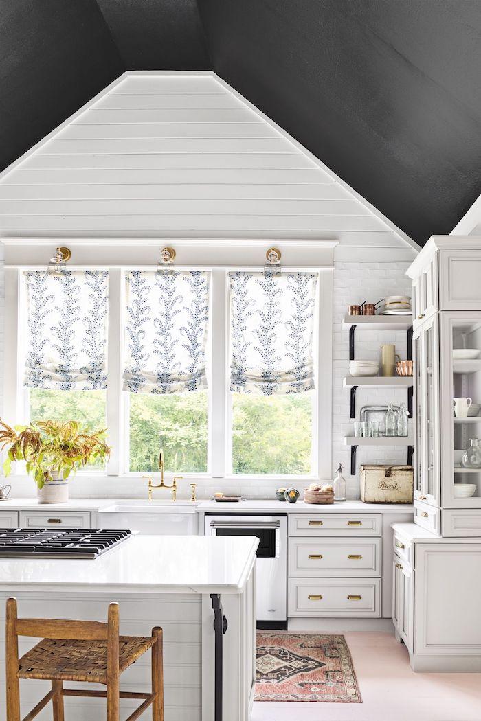 rustique maison cuisine blanche comment peindre un plafond originale idee decoration plafond noir