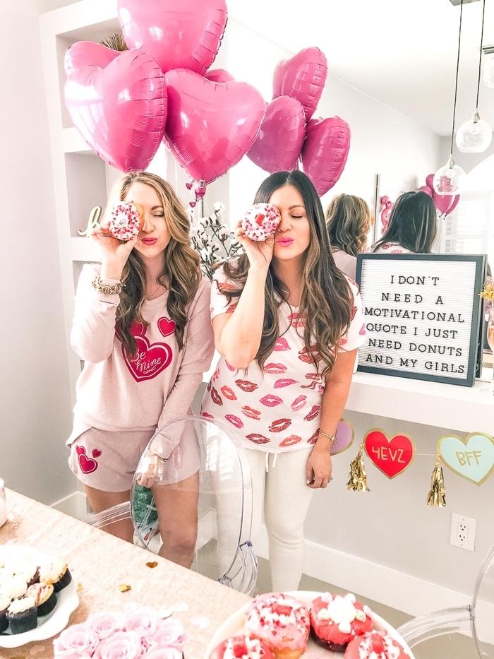 shorts rose pastel coeur rouge comment s habiller pour un anniversaire pyjama décoration ballons en forme de coeurs