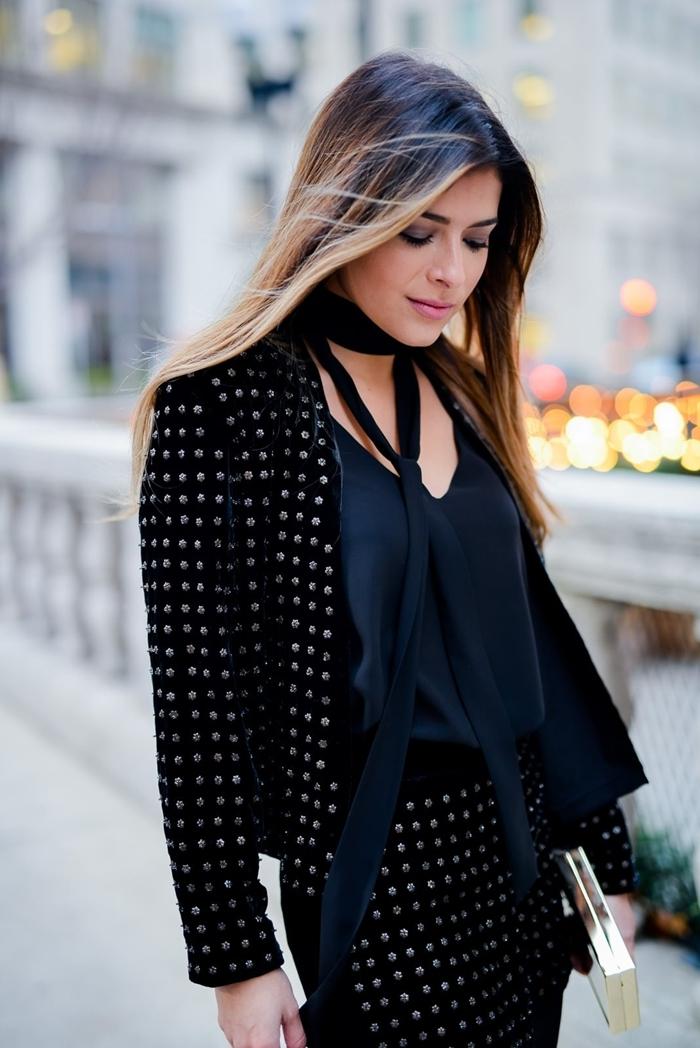 style vestimentaire travail femme élégante costume jupe courte noire strass blazer tenue de soirée femme pochette dorée