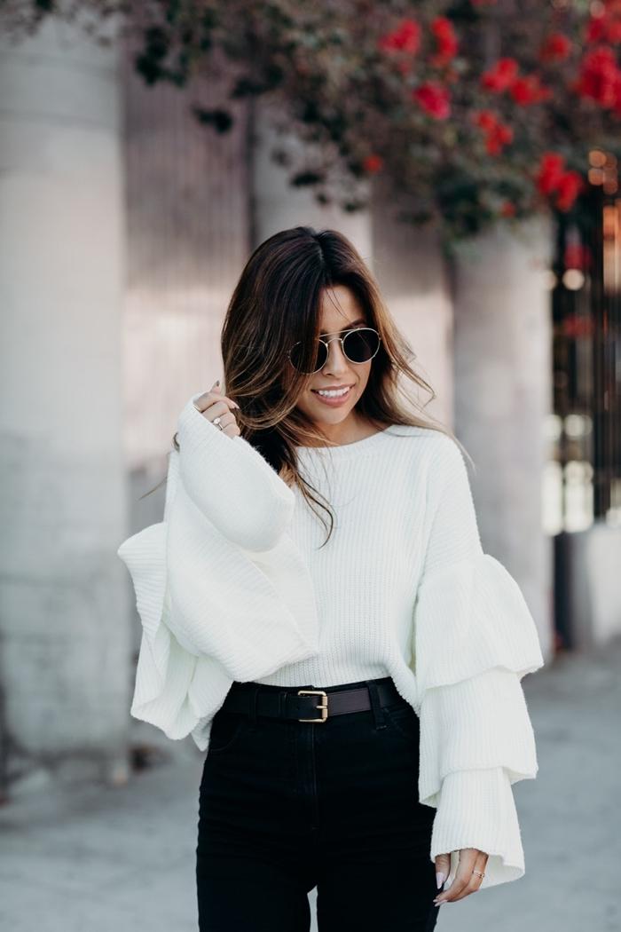 tenue a la mode blanc et noir femme chic comment bien s habiller blouse blanche manches bouffantes pantalon noir taille haute ceinture