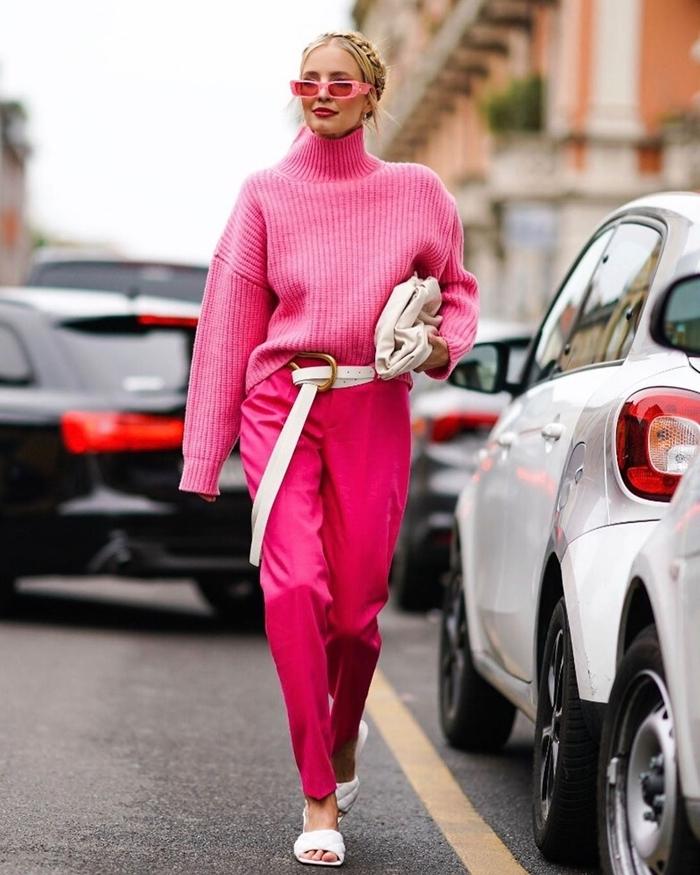 tenue a la mode vêtements couleur rose ceinture blanche pantalon fluide taille haute couleur rose fuschia lunettes soleil