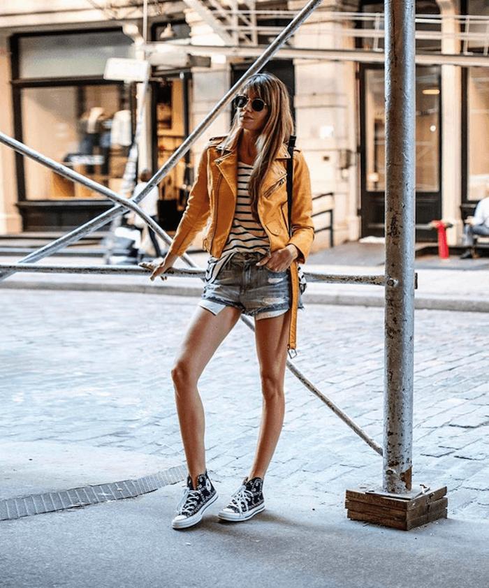 tenue avec basket noir converse jean short veste jaune vetement ado fille stylé les filles swag style de la rue a la mode