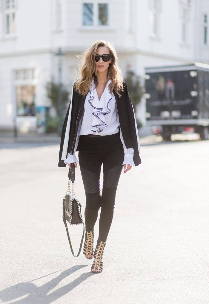 tenue d'automne pantalon slim noir chemise blanche décolleté volants blazer noir sac à main cuir noir sandales lacets