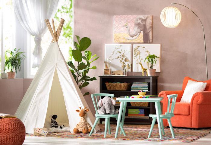tipi blanc fauteuil orange déco salle de jeux rangement chambre fille inspiration table pour enfant