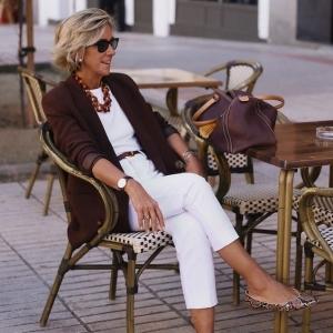 La garde-robe idéale pour femme de 60 ans - toujours aussi belle à la retraite